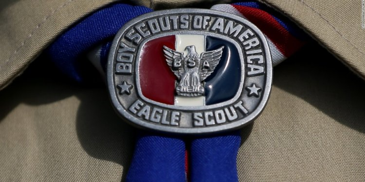 Bear attacks Boy Scout leader