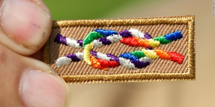 Boy Scouts continue ban of gay
