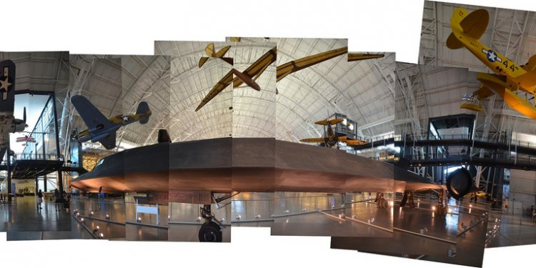 Steven F. Udvar-Hazy Center: Photomontage of SR-71 on the port side